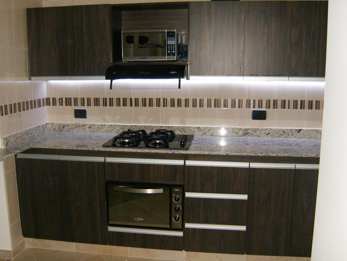 Construformas rrc medellin cl 101 74 36 3205926 for Enchapes de cocina